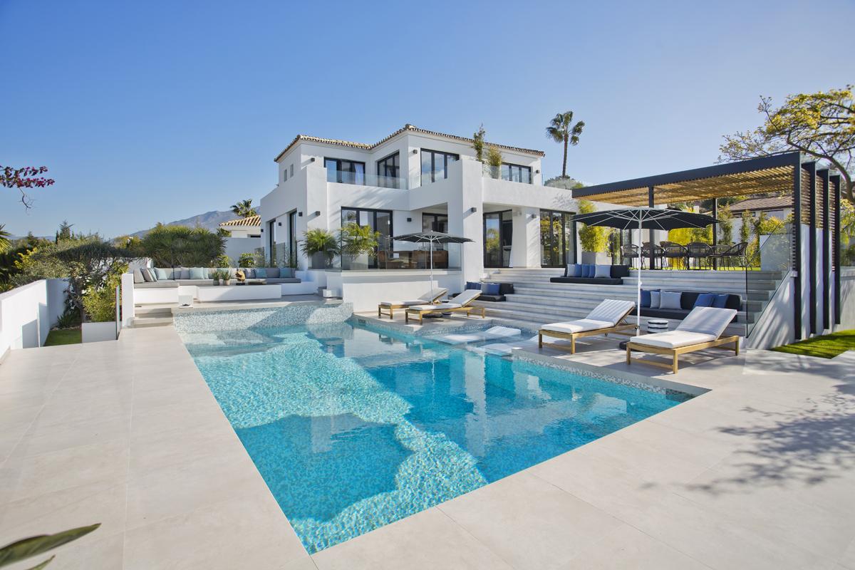 Exterior terrace decor, Modern build, Aloha, Colinz and Murphy Marbella