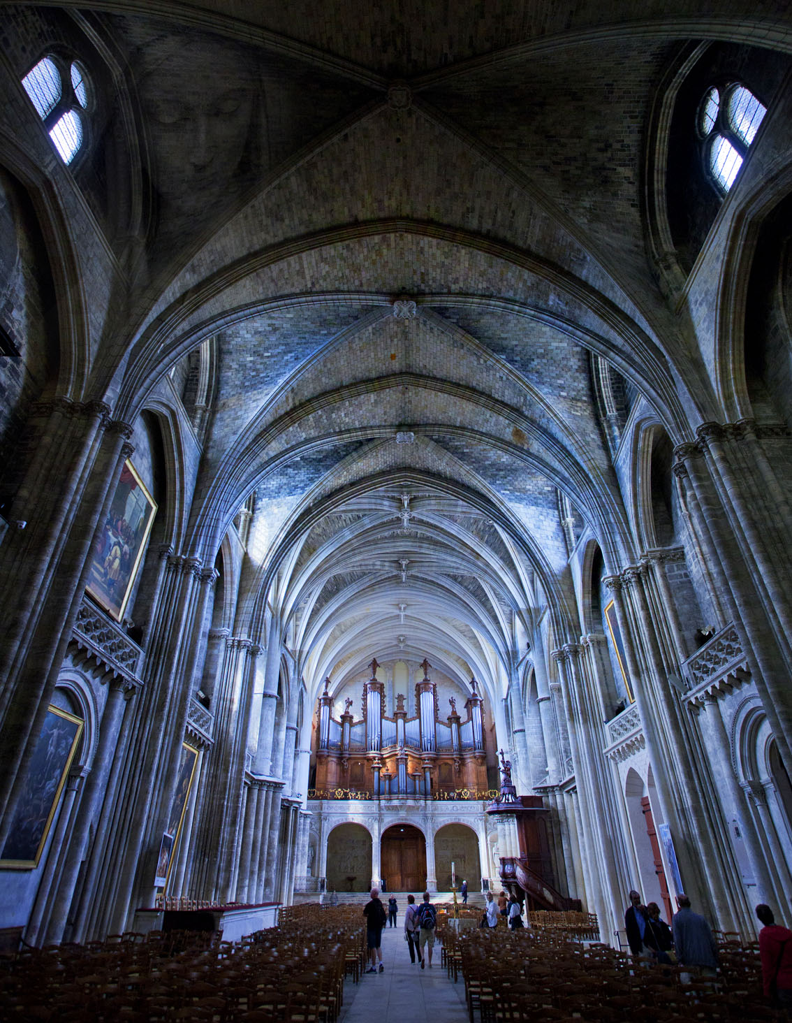 Bordeaux Cathedral, example of Vaulted architecture, Gary Edwards Travel images Bordeaux, France