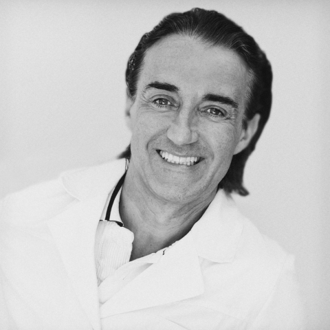 SORIN, dentist portrait, Relaxed Commercial Portrait, black and white portrait, Dental Marbella, dentist in Marbella