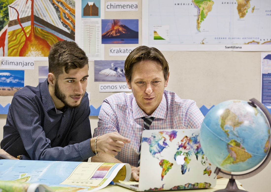 International Baccalaureate Education, One on one teaching, Geography at school, Marbella Schooling, Swans Marbella, Swans International Nagüeles, Senior School Marbella, Prospectus Photos for Schools, iMac, MacBook Pro for students, Howell Marbella