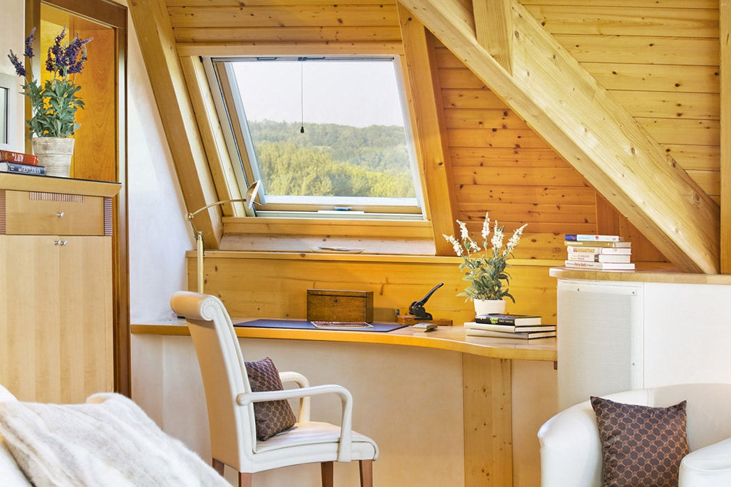 Wooden Property in Hanau Germany for sale, great views, lots of books and very cosy
