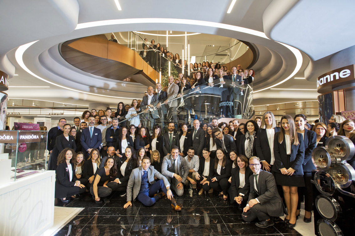 COPRORATE PORTRAIT,  El Corte Ingles Employees, Costa Marbella, Corporate Photography, Staff Photograph, marmella Photographers