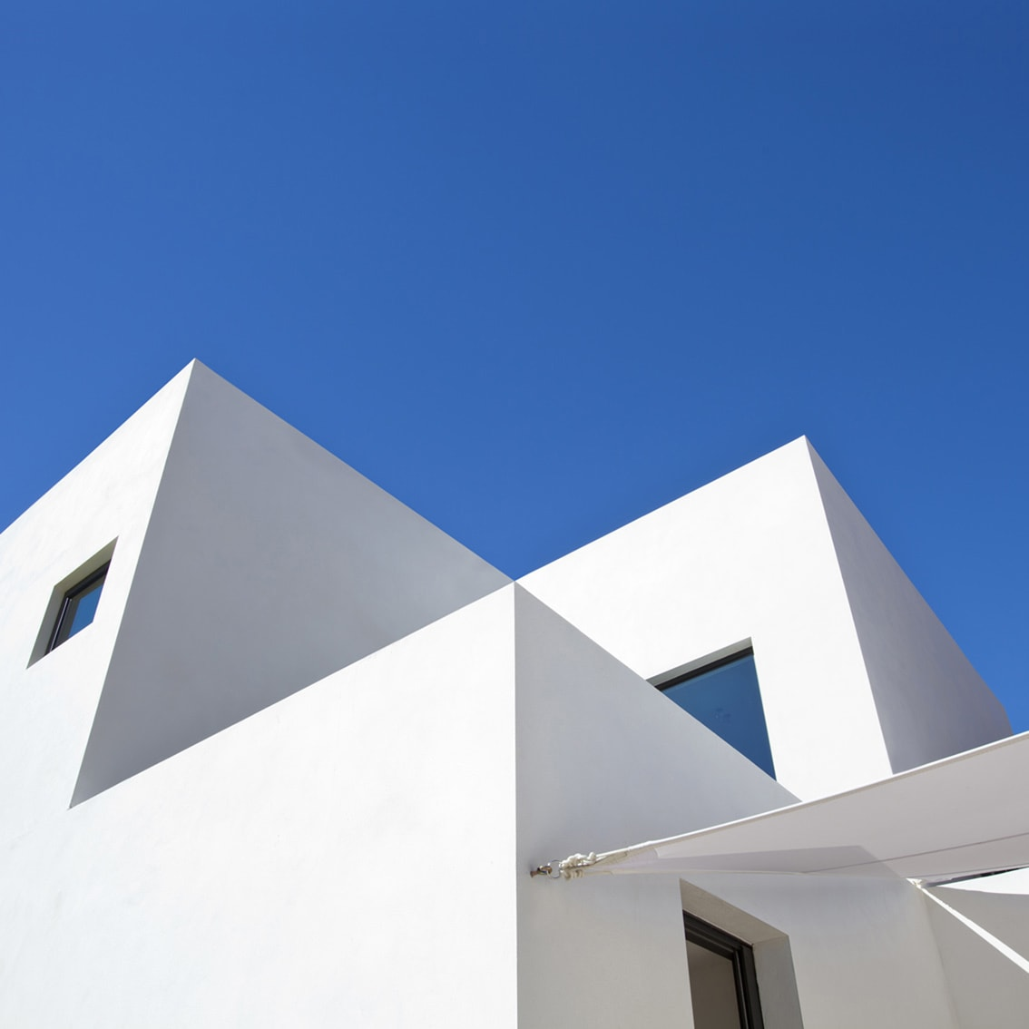 Perfect architectural symmetry, Iddomus Architects Marbella, Blue and White Andalucia,