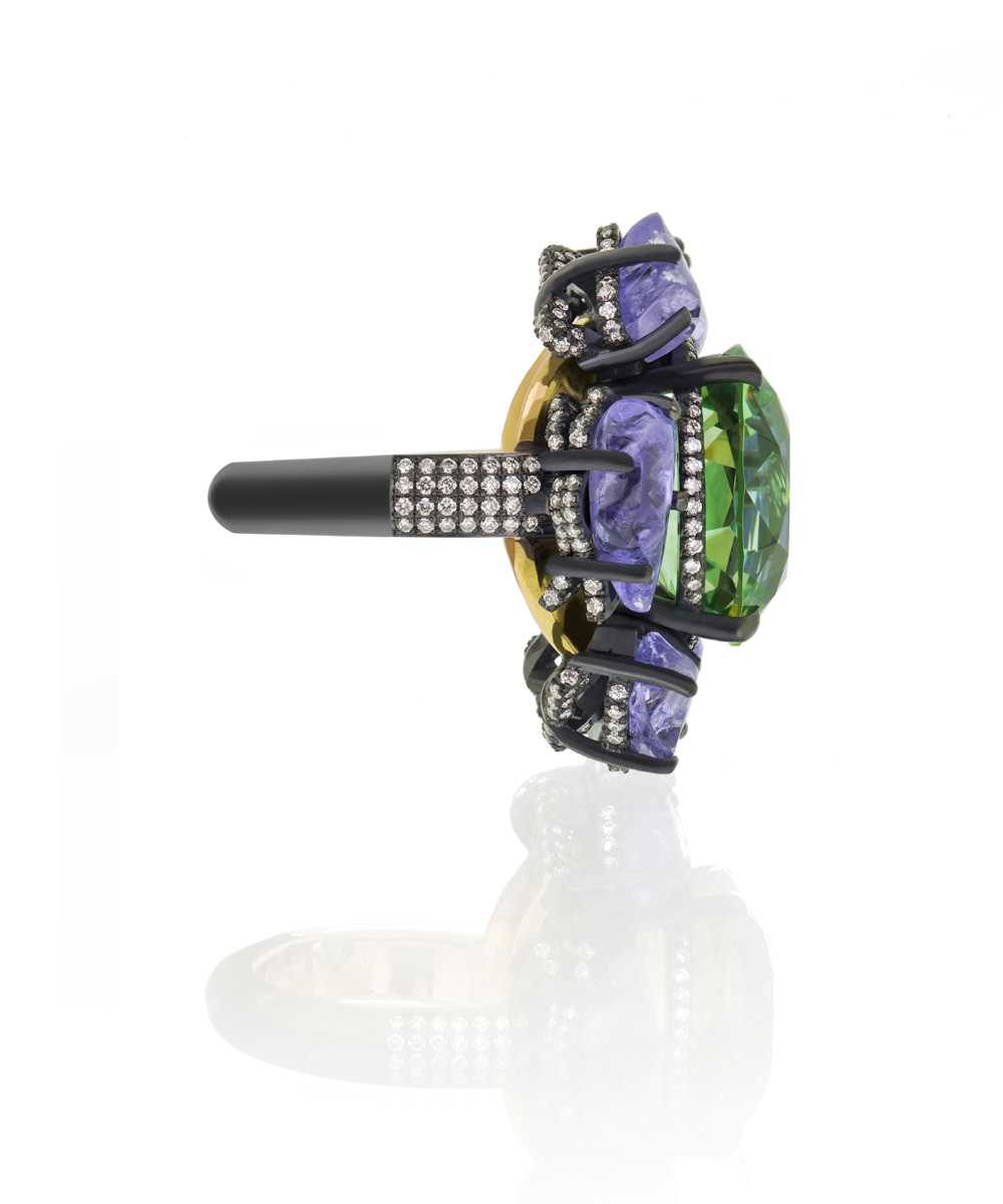 Antonio Seijo Flower Ring with Emerald and diamonds, ASeijo Marbella, Purple amethysts