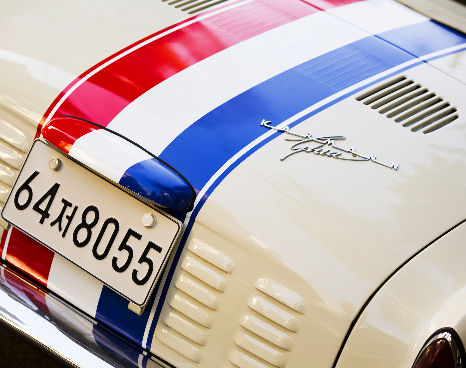 VW KARMANN GHIA 1968 white with Red and Blue stripes in Seoul, South Korea
