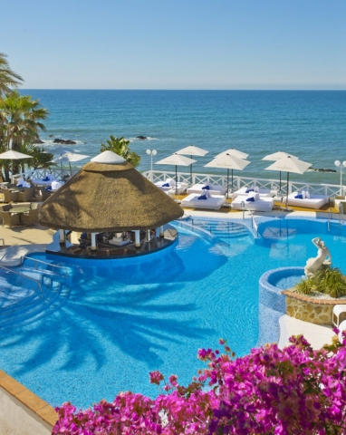 Oceano Hotel La Cala, Summer Holidays La Cala de Mijas,Moet y Chandon Umbrellas, Pool Bar