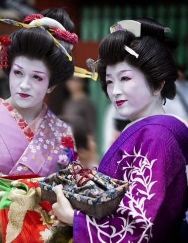 Tokyo, Geisha Girls, Geisha Japan, travel Tokyo, understanding the Geisha, Geisha Culture, JAPAN, are Geishas women? Chop sticks, are Geishas female? made up like a Geisha