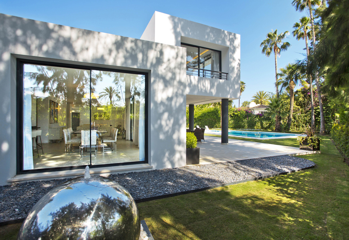 Design Features, Chrome Ball Fountain, Marbella, Modern Architecture, Marbella, New Style,  Gary Edwards Architectural Photography